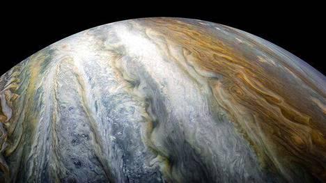 Juno-luotain selvitti, miten syvälle Jupiterin kuuluisat vyöhykkeet ulottuvat.