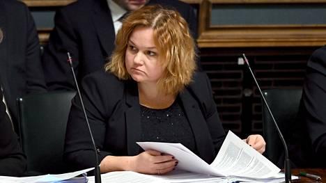 Perhe- ja peruspalveluministeri Krista Kiuru (sd) eduskunnan suullisella kyselytunnilla Helsingissä 20. helmikuuta.