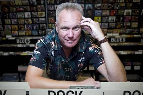 Honey Aaltonen on mm. muusikko, kirjailija ja levykaupan myyjä.
