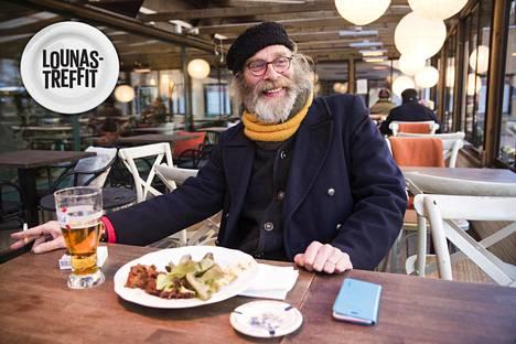 """Vesa Vierikko käy ravintola Sognossa hinta-laatusuhteen vuoksi. """"Kympin lounas, olut ja mahdollisuus polttaa savuke. Mitä muuta ihminen vielä haluaisi?"""""""