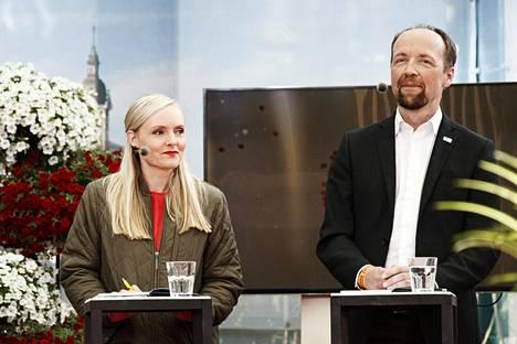 Vihreiden puheenjohtaja Maria Ohisalo ja perussuomalaisten puheenjohtaja Jussi Halla-aho kuvattiin Suomi-Areenassa heinäkuussa.