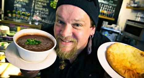 Leningradissa opiskellessaan Ville Haapasalo söi usein lobio-muhennosta ja hatsapuri-leipää. Helsingissä niitä saa Pikku Georgia -kahvilasta.