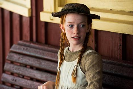 Kanadalaisen Anna, A lopussa -televisiosarjan pääosaan löydettiin Irlannista 15-vuotias Amybeth McNulty.