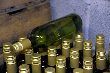 Työryhmä esittää, että yli 5,5-prosenttisen alkoholin etämyynti kiellettäisiin selkeästi laissa.