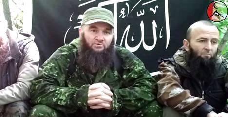 Doku Umarov on Venäjän etsityin mies, joka on piileskellyt jo vuosia. Kuvakaappaus uhkausvideosta.
