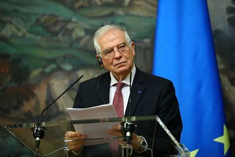 EU:n korkea edustaja Josep Borrell tiedotustilaisuudessa Moskovassa perjantaina.