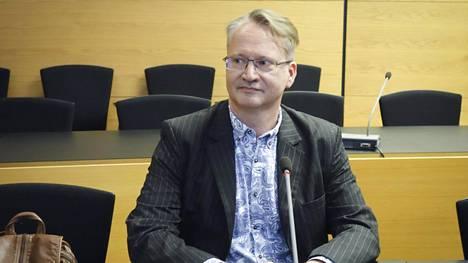 Jon Hellevig Helsingin käräjäoikeudessa kesällä 2017.