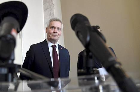 Sdp:n puheenjohtaja Antti Rinne puhui lehdistölle eduskunnassa tiistaina.