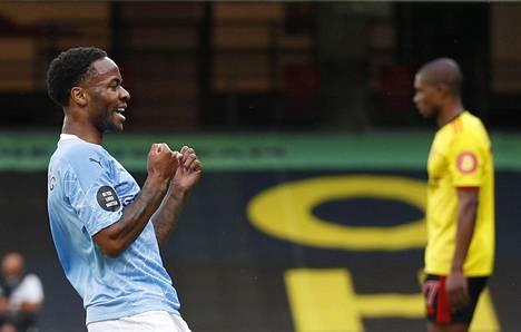 Manchester Cityn Raheem Sterling juhlii tehtyään ottelun avausmaalin Watfordia vastaan.