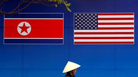 Liput odottavat Pohjois-Korean ja Yhdysvaltojen johtajia Hanoissa Vietnamissa.