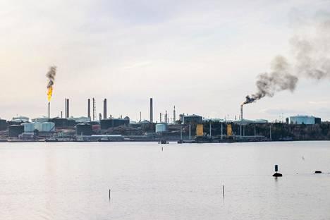 Huoltoseisokilla varmistetaan Nesteen Porvoon jalostamon häiriötön toiminta. Kilpilahdessa sijaitseva jalostamo on osa Pohjoismaiden suurinta petrokemiallista teollisuusaluetta.