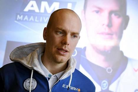 Mikko Koskinen on Suomen joukkueen toiseksi pisin pelaaja, 200 senttimetriä.