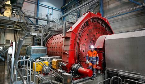 Outokummun Kemin kaivoksella on maailman suurin malmia jauhava tankomylly. Energiaa paljon imevän koneen lempinimi on Punainen mylly.