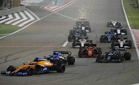 Kauden ensimmäinen F1-kilpailu ajettiin Bahrainissa 28. maaliskuuta.