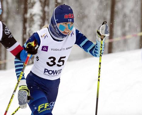 Nurmijärven Klaukkalasta kotoisin oleva Ida Haapala oli sunnuntaina 22:s. Haapalan paras henkilökohtainen MM-kisasijoitus tuli perjantaina vapaan vitoselta, jossa hän hiihti yhdeksänneksi.