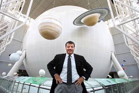 Neil deGrasse Tyson johtaa Haydenin planetaariota New Yorkissa. Samassa paikassa syttyi lapsena hänen oma innostuksensa tähtitieteeseen.