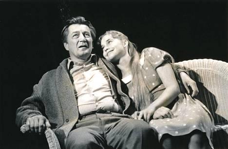 Leena Pöystin oli mukana Kansallisteatterin näytelmässä Kadotettu puutarha vuonna 1996. Siinäkin hän näytteli Tapani Pertun kanssa.