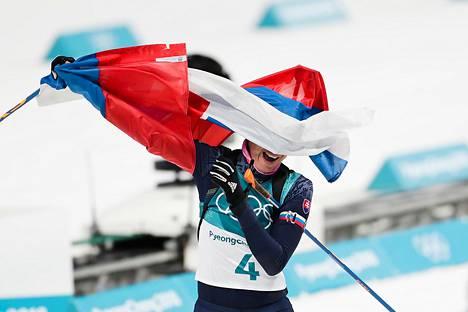 Anastasiya Kuzmina voitti ampumahiihdon naisten 12,5 kilometrin yhteislähtökilpailun.