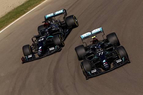 Valtteri Bottas (77) ja Lewis Hamilton ovat hallinneet tämän kauden aika-ajoja ja kilpailuja.