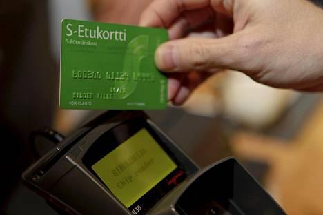 S-ryhmän on määrä ryhtyä syyskuun alusta alkaen tallentamaan jokainen bonuskorttia näyttämällä tehty ostos asiakasomistajarekisteriin.