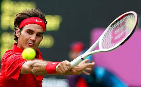 Roger Federerin peli takelteli ensimmäisen kierroksen ottelussa, mutta jatkopaikka irtosi.