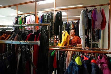 Maija-Leena Leppänen palkattiin kehittämään Tokmannin vaatetuontia vuonna 2011, jolloin ketju alkoi panostaa omiin vaatemallistoihin.