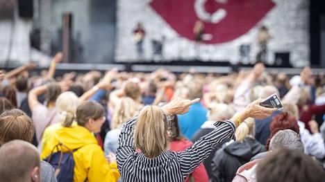 Down By The Laituri -festivaali keräsi Turussa paljon kävijöitä.