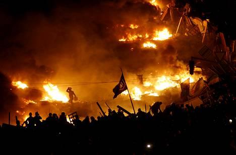 Ukrainan oppositio osoitti mieltä Kiovan Itsenäisyyden aukiolla 19. helmikuuta.