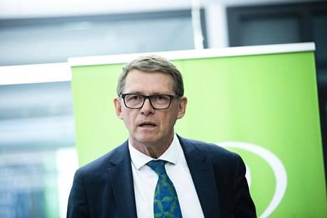 Matti Vanhanen puhui keskustan kokouksen jälkeen tiedotustilaisuudessa maanantaina.