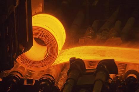 SSAB:n Raahen terästehtaan nauhavalssaamo.
