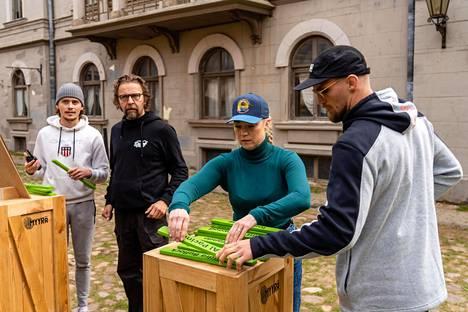 Joona Puhakka (vas.), Ilari Johansson, Pippa Laukka ja Teemu Packalén osallistuvat Myyrä-kisaan. Onko joku heistä itse Myyrä?