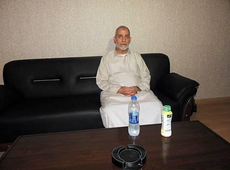 Mohamed Badie kuvattuna elokuussa heti pidättämisensä jälkeen .