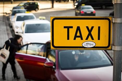 Taksien Kela-kyydit ovat olleet ongelmissa ympäri maata.