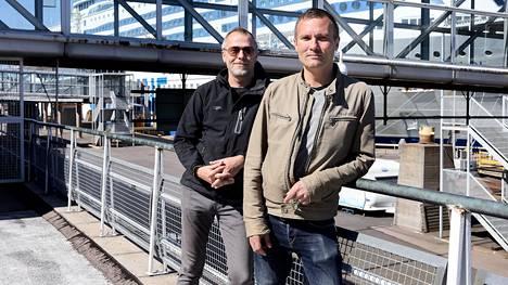 Helsinkiläiset Atte Bäckström (vas.) ja Mika Kuhanen pitävät risteilyistä, mutta maihinnousu Tukholmassa ei nyt innostaisi. Bäckström arvioi, että ravintoloilta vaadittaisiin tarkkuutta, jos Tukholmasta saapuisi vierailijoita Helsinkiin.