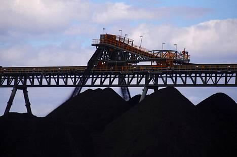 Kivihiiltä lastattiin kasoihin kaivosalueella lähellä Mudgeen kaupunkia Australiassa maaliskuussa.