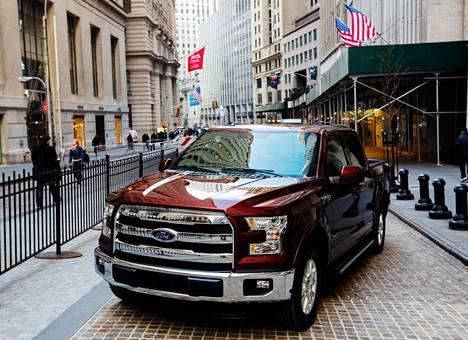 Fordin uusi F-150-avolava oli näytillä New Yorkin pörssin edustalla tammikuun puolivälissä.