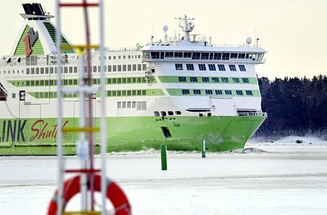 Tallink Star -alus saapumassa Helsingin Länsisatamaan sunnuntaina.