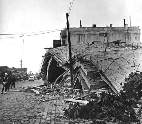 Ainakin tuhat taloa tuhoutui Turkin viimeisimmissä järistyksissä.