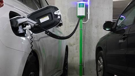 Ladattavien autojen yleistymistä on vauhdittanut myös latauspisteiden lisääntyminen.