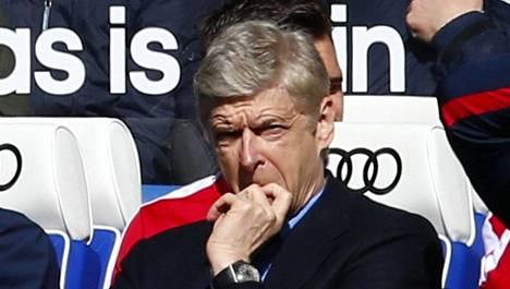 Tappion ankaruus näkyi manageri Arsene Wengerin kasvoilta.