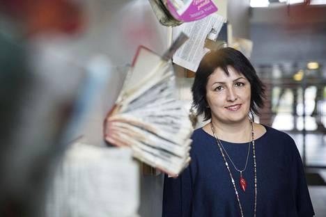 Kotoutumisasiantuntija Bahar Mozaffar on keskittynyt työssään juuri maahanmuuttajanaisten kotouttamiseen.