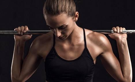 """Mielikuva siitä, että """"kun treenataan, niin treenataan niin perkeleesti"""" joutaa romukoppaan, sanoo fysioterapeutti Jussi Sievälä."""