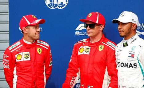 Ferrarin Sebastian Vettel, Kimi Räikkönen ja Mercedeksen Lewis Hamilton kommentoivat Monzan GP:n aika-ajoja kolme viikkoa sitten.