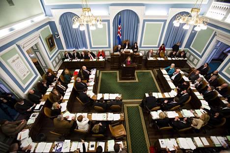 Islannin parlamentti eli Alþingi on ollut finanssikriisin jälkeisinä vuosina tuulinen paikka. Hallituksia on ollut kymmenessä vuodessa kymmenen.