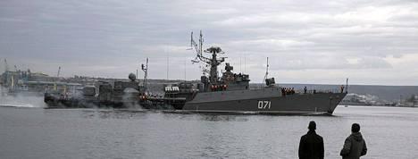 Venäjän laivaston alus lipui Sevastopoliin sunnuntaina.
