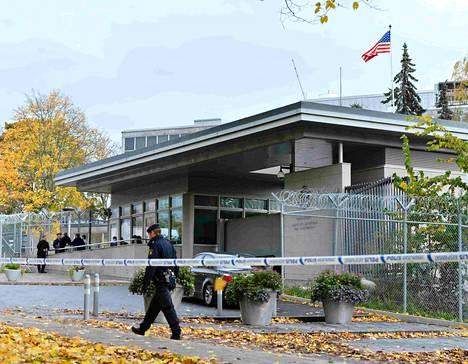 Poliisi eristi Yhdysvaltain Tukholman-suurlähetystön keskiviikkona, kun rakennuksesta oli löytynyt epäilyttävä jauhekirje.