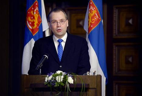 Puolustusministeri Jussi Niinistö (ps) puhui maanpuolustuskurssin avajaisissa Helsingin Säätytalolla maanantaina.