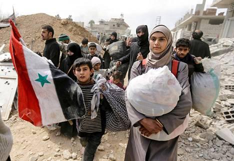 Tuhannet ihmiset pakenivat perjantaina piiritetystä Itä-Ghoutasta, josta Venäjän tukema Syyrian armeija on vallannut jo 70 prosenttia.
