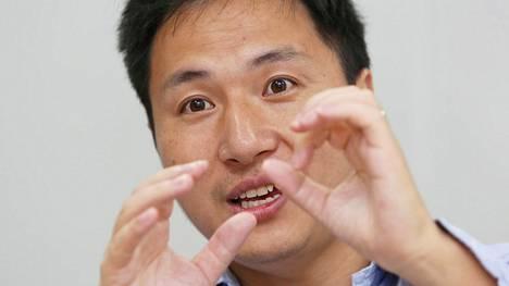 Kiinalainen tutkija He Jiankui muokkasi alkioita niin, että syntyneet lapset ovat immuuneja hv-virukselle. Sittemmin hänet erotettiin yliopistostaan, koska koe oli luvaton ja se katsottiin arveluttavaksi.