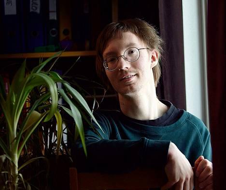 Mikko Halijoki pitää viherkasveista. Hänen yksiössään kasvaa muun muassa rönsyliljoja, anopinkieli, jukkapalmu ja traakkipuu.